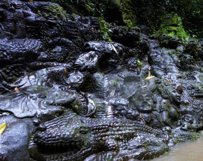Carving Art at Ayung River